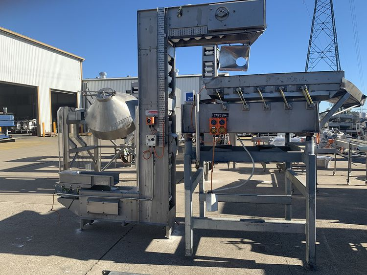 Heat & Control Bucket Elevator with Vibratory Feeder at Inlet