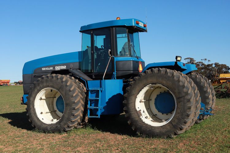New Holland 9282 Versatile