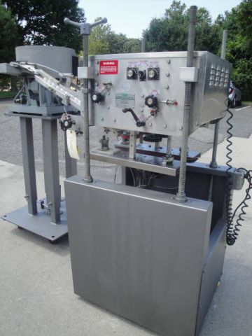 Elf 4 SPINDLE, ADJUSTABLE CAPPING MACHINE