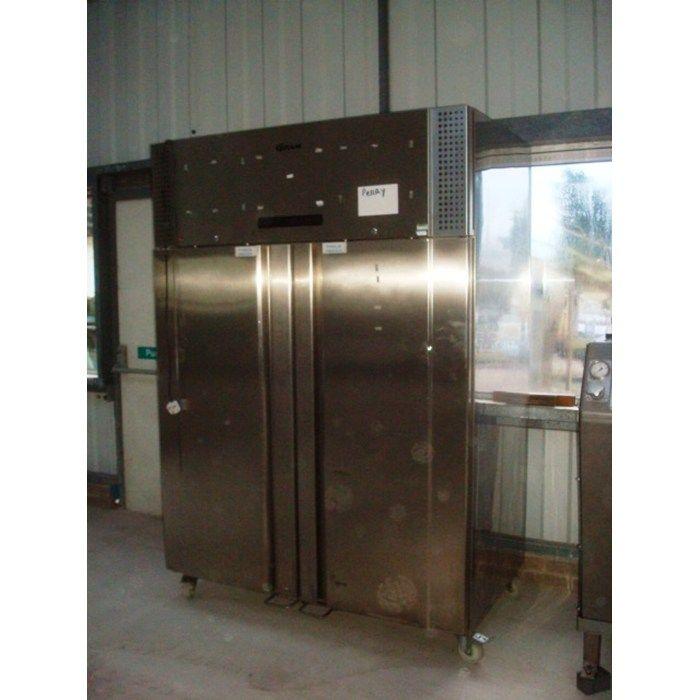 Gram F1270 RSH upright freezer