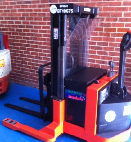 Walkie Stacker With Reach