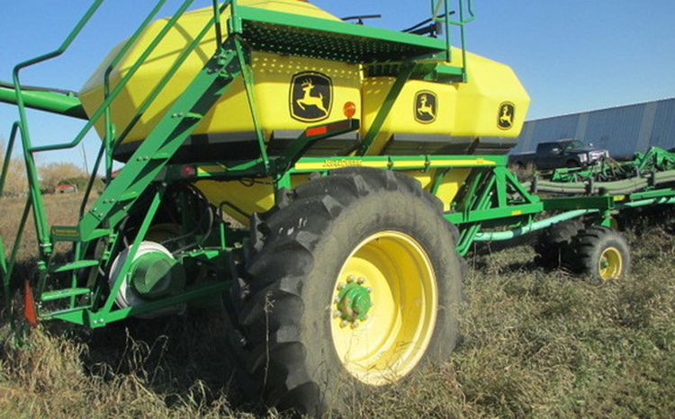 John Deere 1835 Air Drills and Seeders