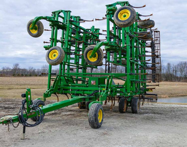 John Deere 2210 Field Cultivators
