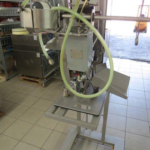 Tipper Tie DCKV 220 90 clipping machine