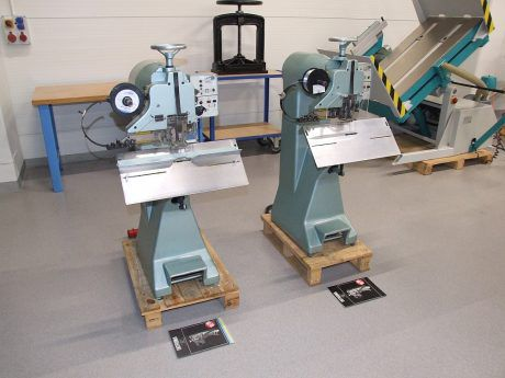 Introma ZD-2D Wire stitcher