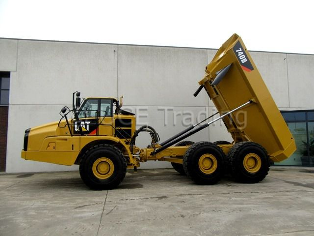Caterpillar 740B dumper