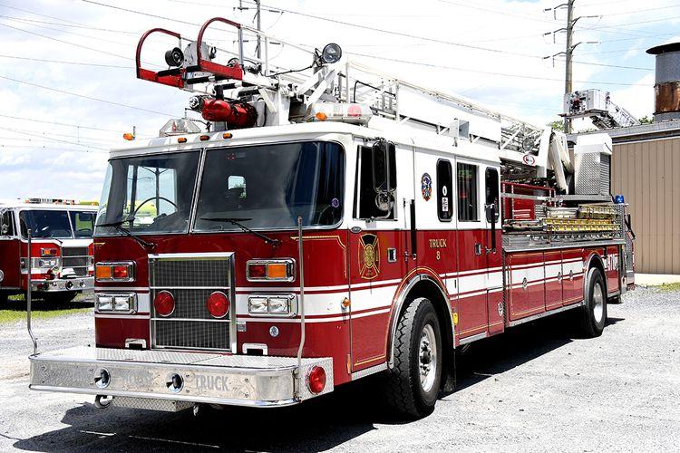 Pierce 75′ Aerial Ladder ( No Pump)