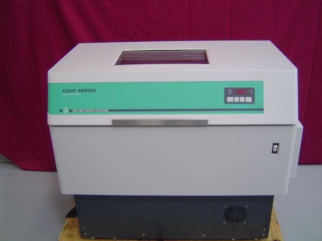 New Brunswick I-2500 Incubator Shaker