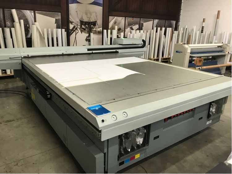 Bankruptcy auction: Oce Canon UV flatbed printer (year 2017) & Zund digital flatbed cutting plotter (year 2017)