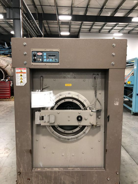 Milnor 36026X8J 100 Lb. Washer Extractor