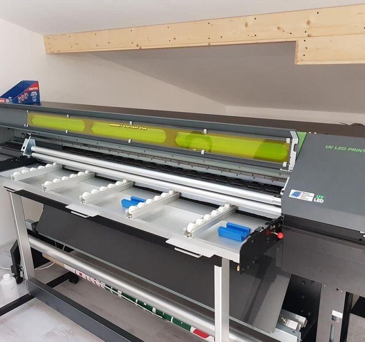 VersaUV LEJ Hybrid UV-LED Flatbed Printer