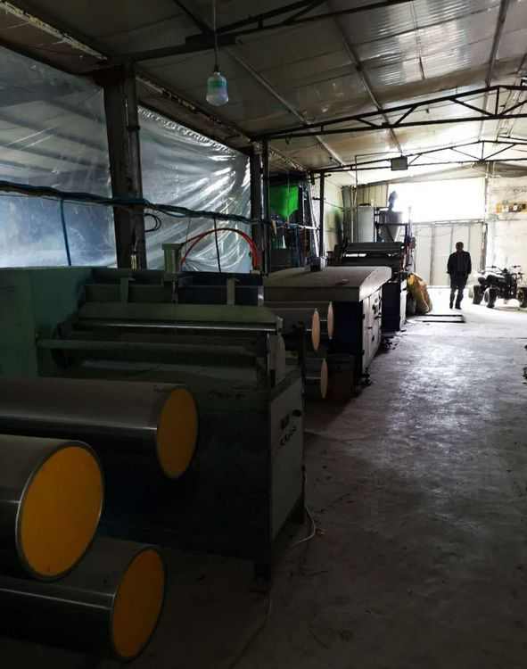 Complete artificial grass yarn extrusion and knitting line