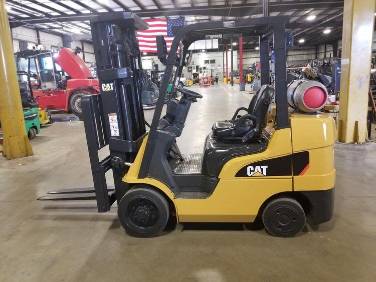 CAT 2C6000 6,000 lbs.