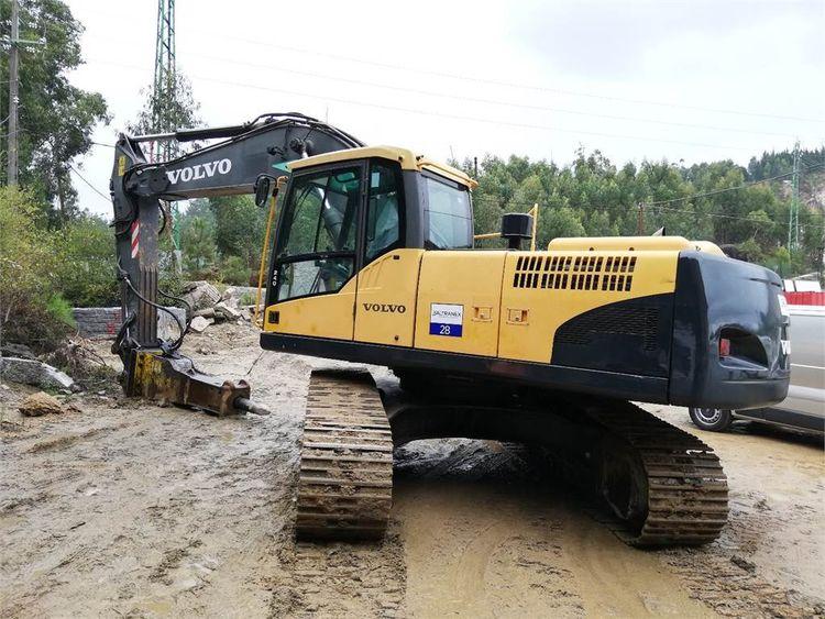 Volvo EC240CNL Excavator
