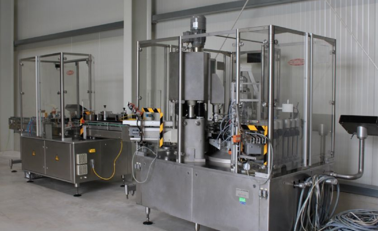 Bausch & Stroebel KSF 3020 Filling and capping machine for drops