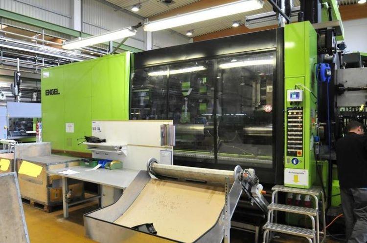 Engel Injection molding Press 1200 T