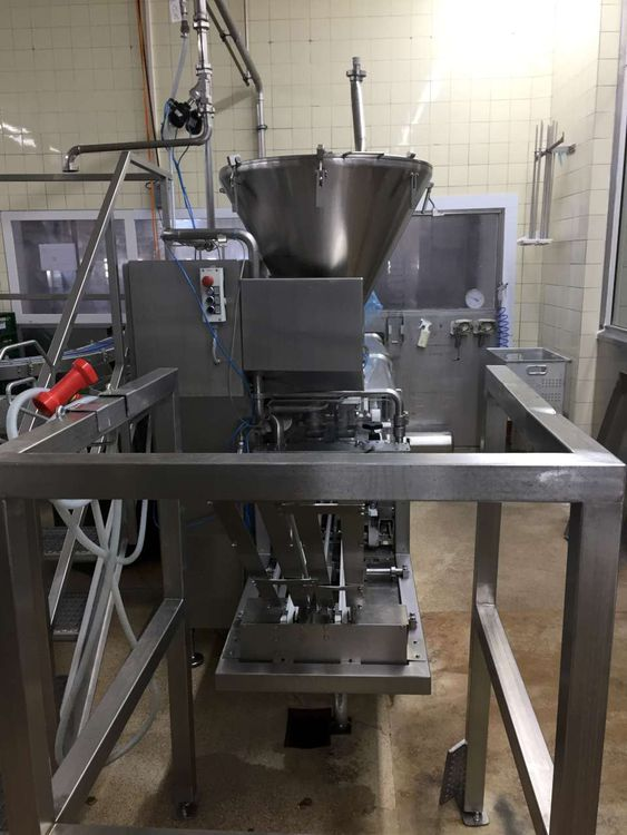 Buhmann Filling and. Closing machine for plastic cups