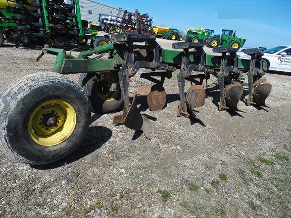 John Deere 2800 Moldboard Plows