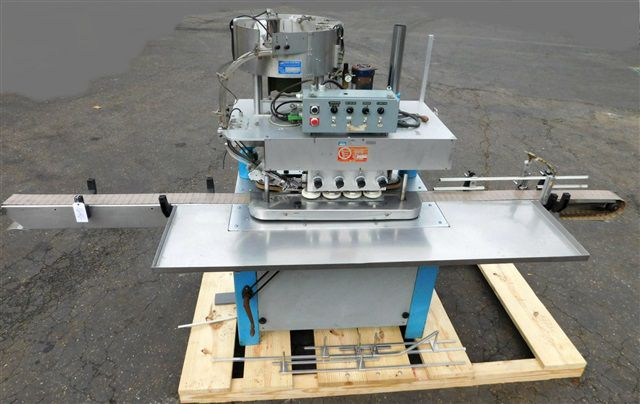 Kaps-All c 8 SPINDLE CAPPER