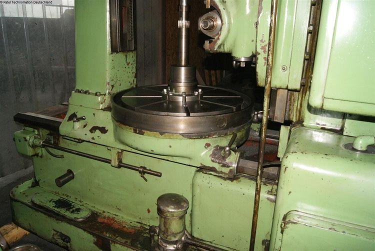 TOS FO10 Variable Gear Hobbing Machine - Vertical