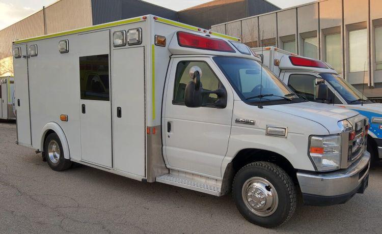 Ford Econoline E450, Gasoline Ambulance