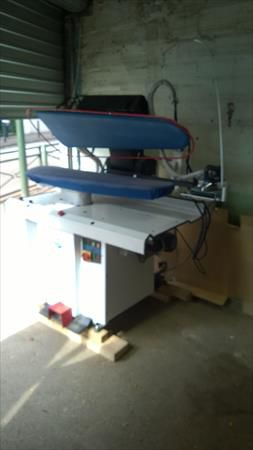 Ironing press with boiler