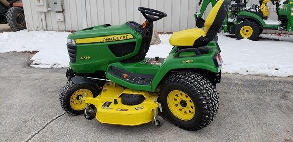John Deere X739 Lawn Tractor