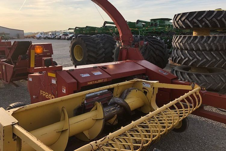New Holland Pull-Type Forage Harvesters