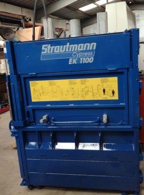 Strautmann EK 1100 vertical baler