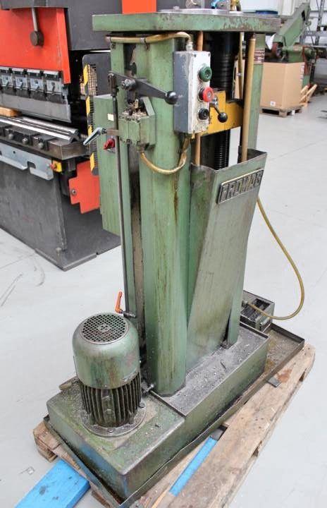 Henning U 3 E - 1000 vertical keyseating machine