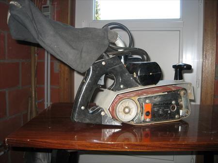 Black & Decker Wood sander with belt and suction
