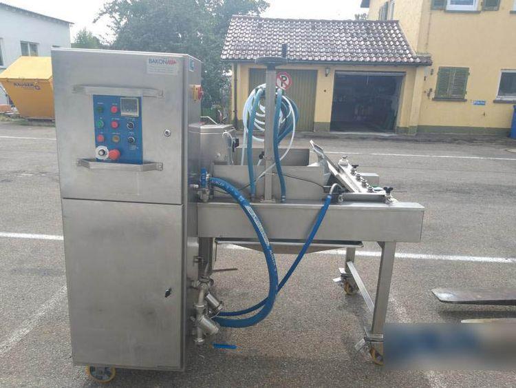 Bakon spraying machine