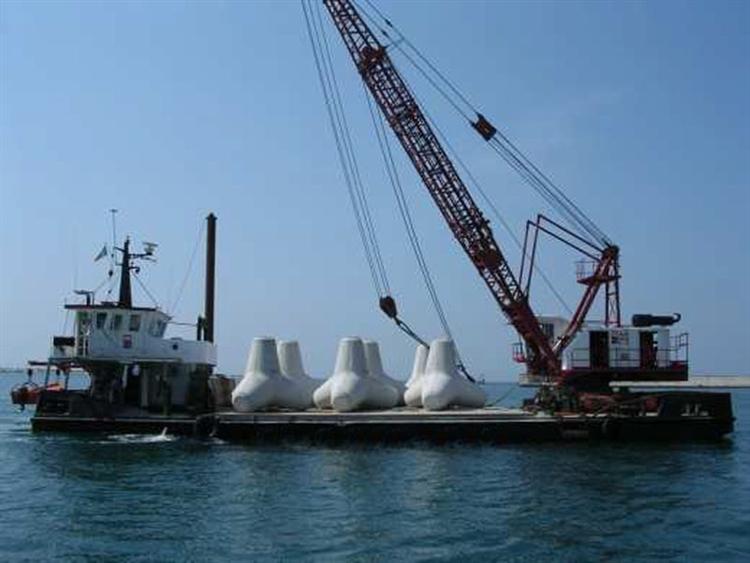 28 m Self Propelled Barge w/ 55-tonne crane