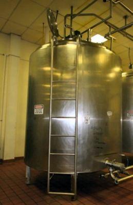 APV, Crepaco 2, 000 Gallon Stainless Steel Blending Jacketed Tank Stainless Steel Blending Tank 2, 000 Gallon