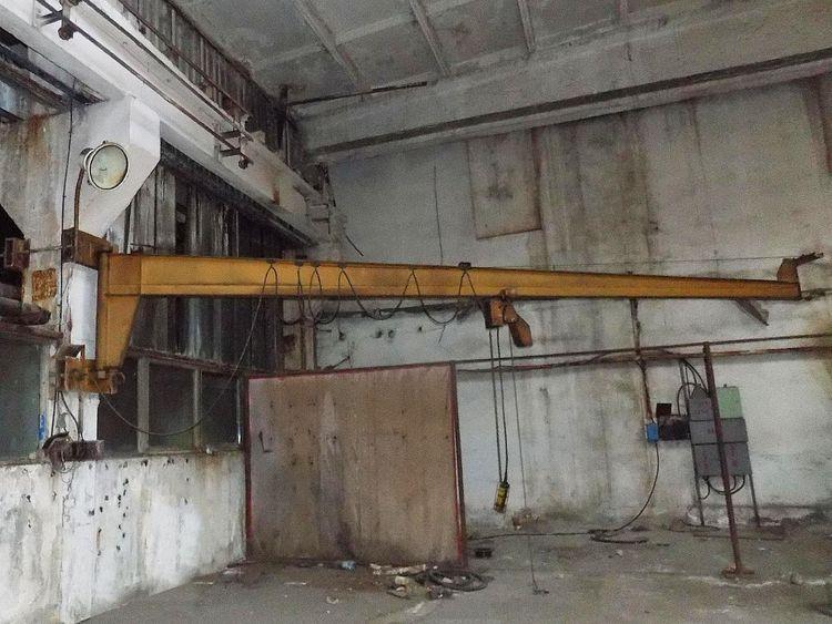 2 Others Post mounted pivoting jib crane.
