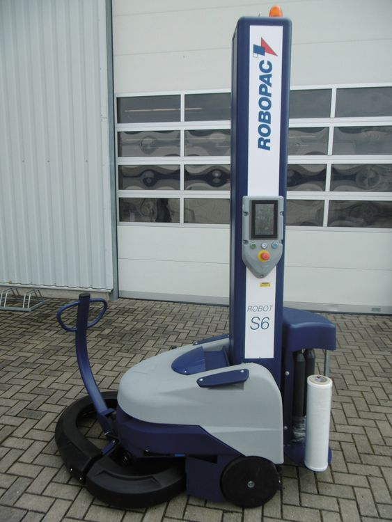 Robopac ROBOT S6 PDS  semi-automatic self-propelled pallet wrapper