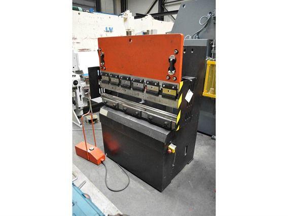 Amada IT2 25 ton x 1250 mm 25 Ton