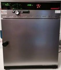 Memmert UNE400 drying oven