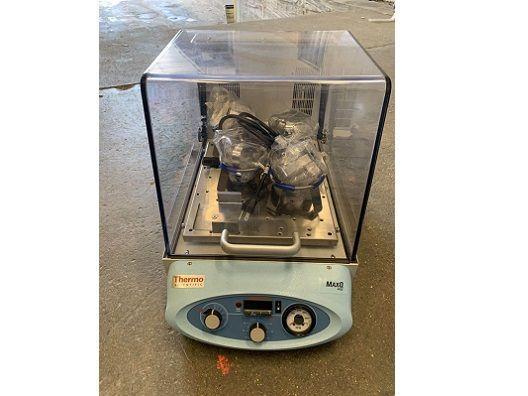 Barnstead MaxQ 4000 Shaking Incubator