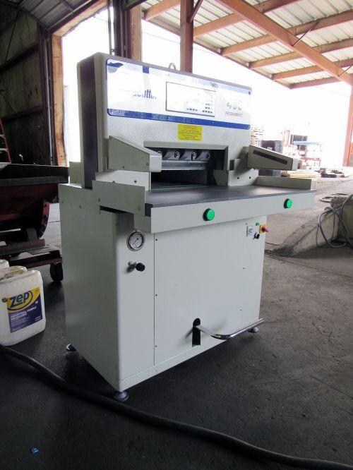 Duplo DOCUCUTTER 490 PROGRAMMTIC HYDRAULIC PAPER CUTTER