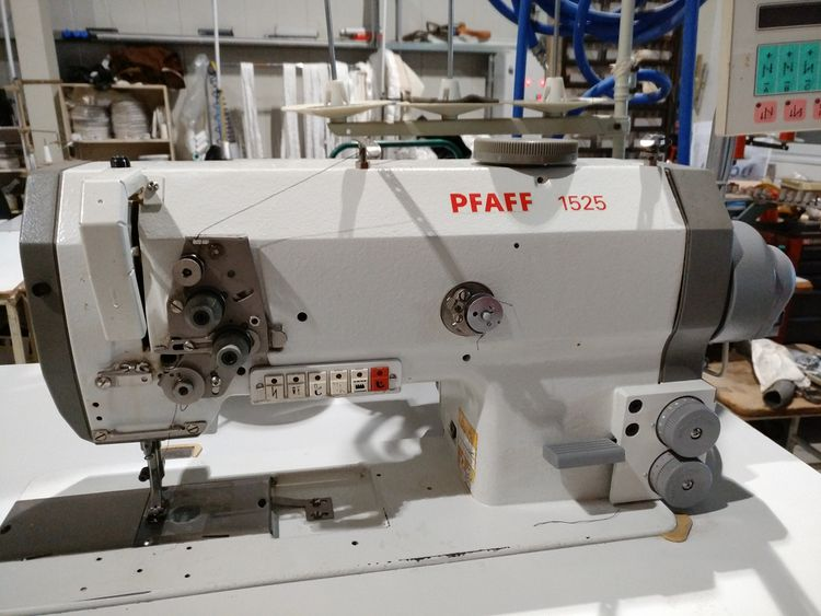 2 Pfaff 1525 sewing machinery