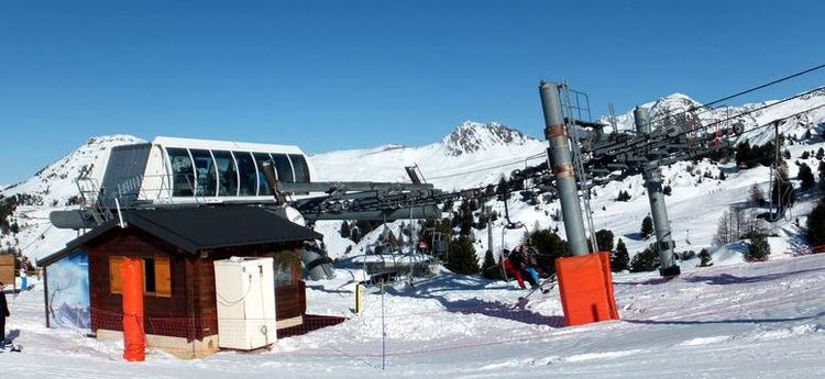 Poma 4 seats fix frip chair lift
