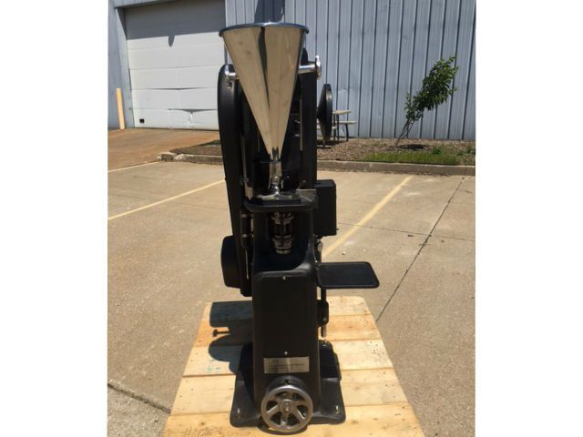 Manesty F4 Tablet Press