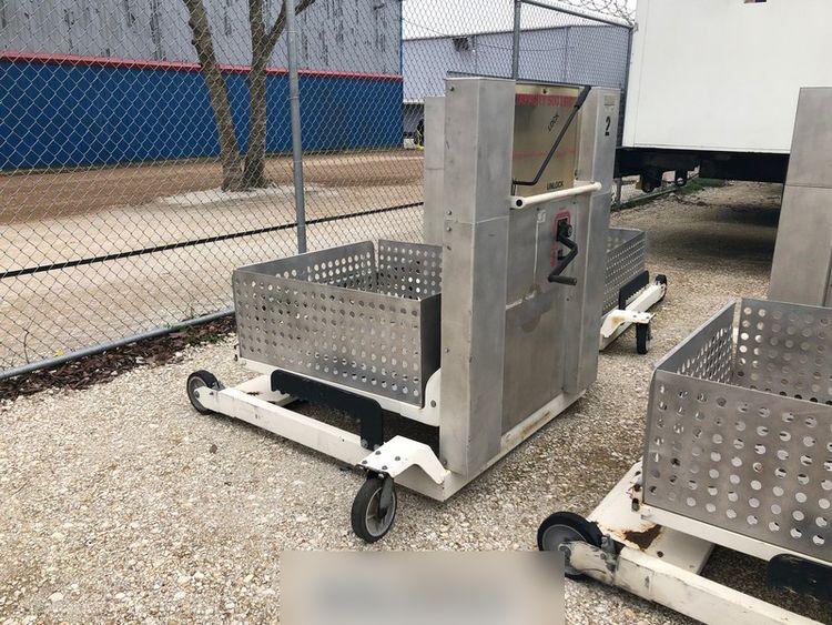 Airport Ground Equipment (AGE) Wheelchair Lift