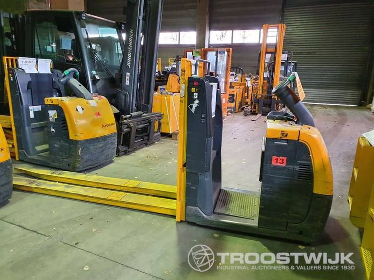 More than 50 forklift trucks and second hand handling equipments