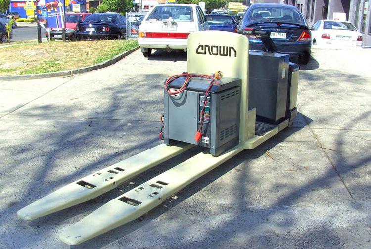 Crown PE3520-2 Electric Double Pallet Mover 3 Tonn