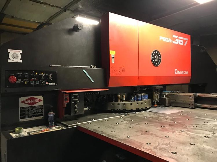 Amada Pega 367, 58 Station Turret with 2 Autoindexing units 30 tonnes (294kN)