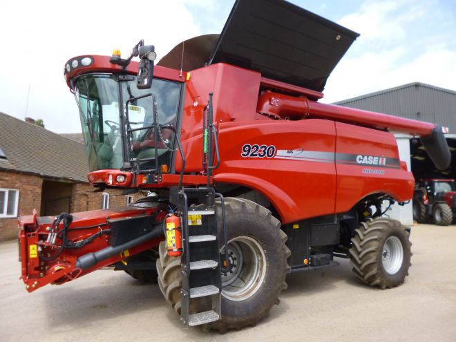 Case AXIAL FLOW 9230 4X4 35' VARIO HEADER
