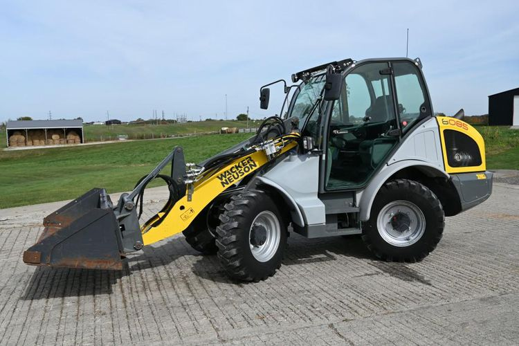 Neuson, Walker 8085 Wheel Loaders