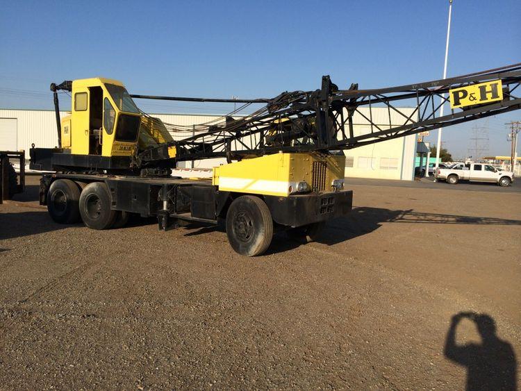 P & H Truck Crane 25 Tons